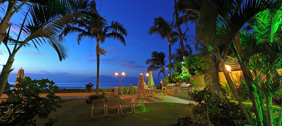Hale Napili - Commons at Night